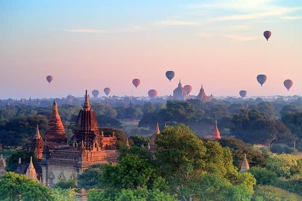 Một trong các trải nghiệm tuyệt vời nhất ở Bagan là đi khinh khí cầu và ngắm bình minh