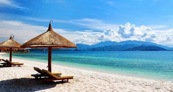 Biển Mỹ Khê là một trong những bãi biển quyến rũ và đẹp nhất châu Á