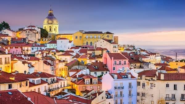 Lisbon khiến ai cũng phải choáng ngợp trước vẻ đẹp tuyệt vời của những ngôi nhà đa sắc màu