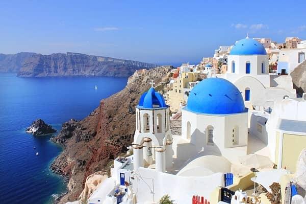 Oia là một trong các ngôi làng cổ đẹp nhất thế giới nằm trên hòn đảo nhỏ Santorini của Hy Lạp