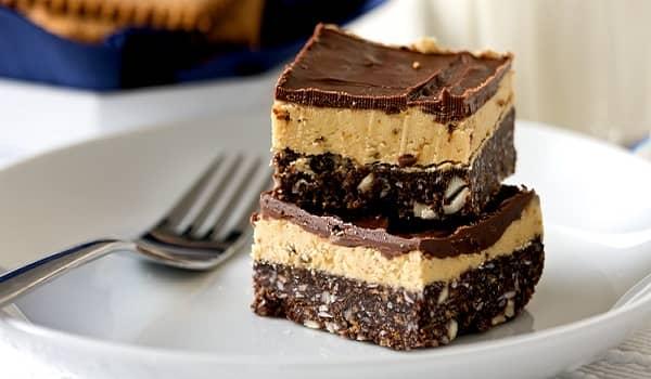Bánh Nanaimo với kết cấu 3 lớp bánh béo ngậy vị socola và bơ vani