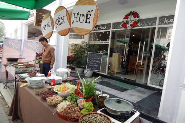 Quán ăn nhanh chuyên phục vụ các món ăn Á, Âu với không gian vừa cổ điển, vừa hiện đại