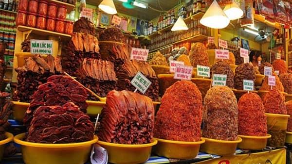 Chợ Châu Đốc kinh doanh hầu như tất cả các loại đặc sản của vùng đất Tây Nam Bộ