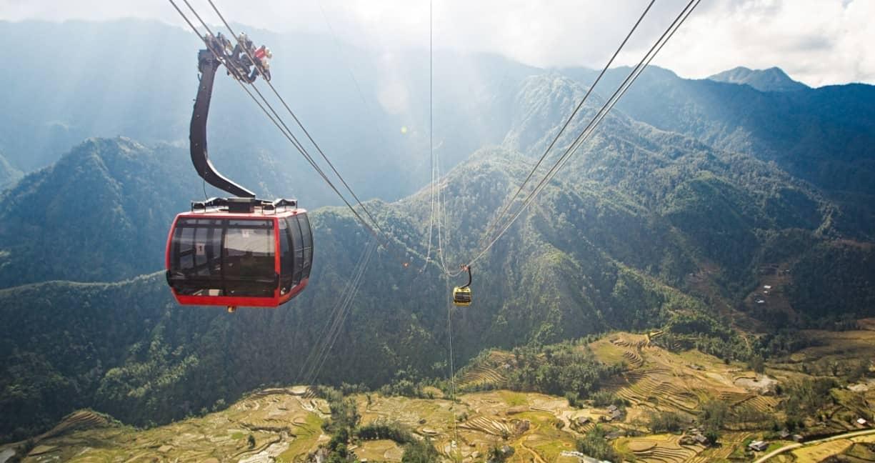 Tuyến cáp treo mới đi lên đỉnh núi Fansipan