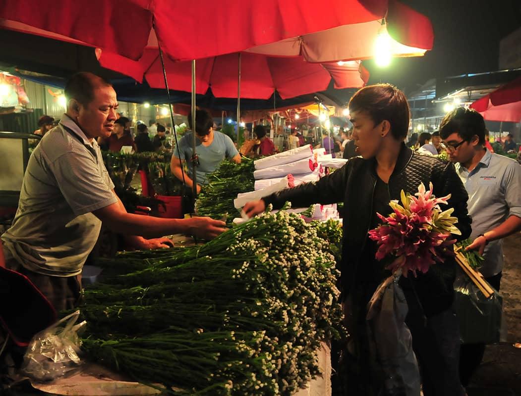 Chợ hoa đêm Tây Tựu ở Hà Nội