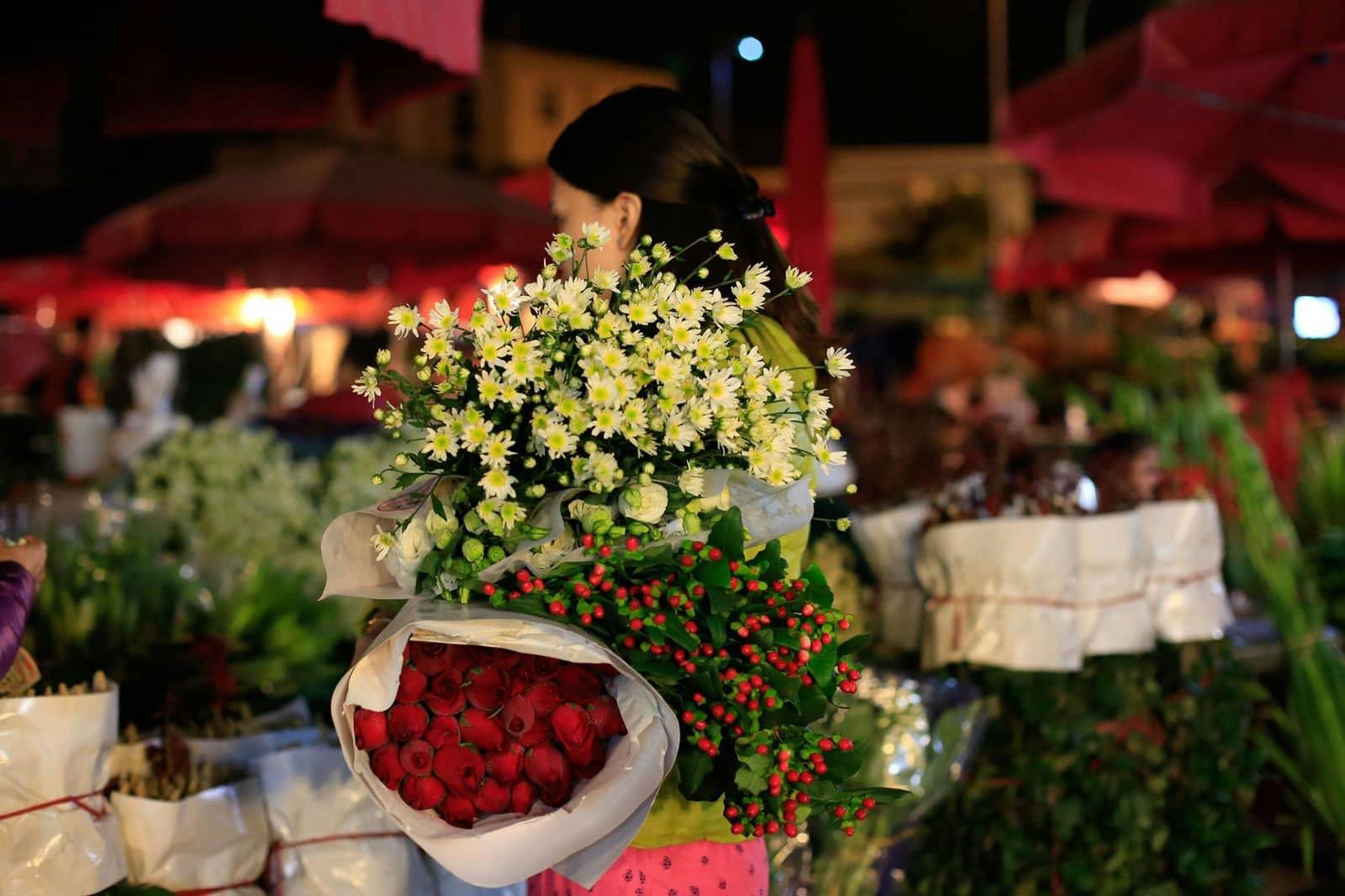 Chợ hoa đêm ở Hà Nội