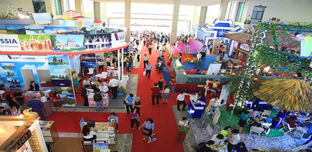 Hội chợ mua sắm Tết 2018 diễn ra trong những ngày giáp Tết, được đông đảo doanh nghiệp tham gia và người tiêu dùng ủng hộ.
