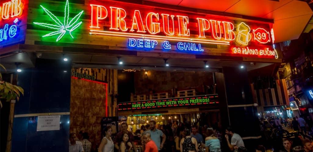 Prague Pub sôi động về đêm