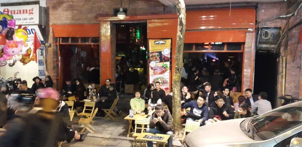 Pub Factory cực phù hợp với những bạn trẻ yêu thích sự bụi bặm, hiện đại và trẻ trung