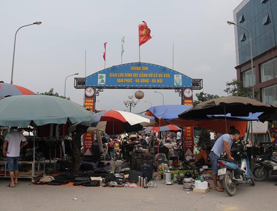Chợ đồ cổ tại Vạn Phúc, Hà Đông