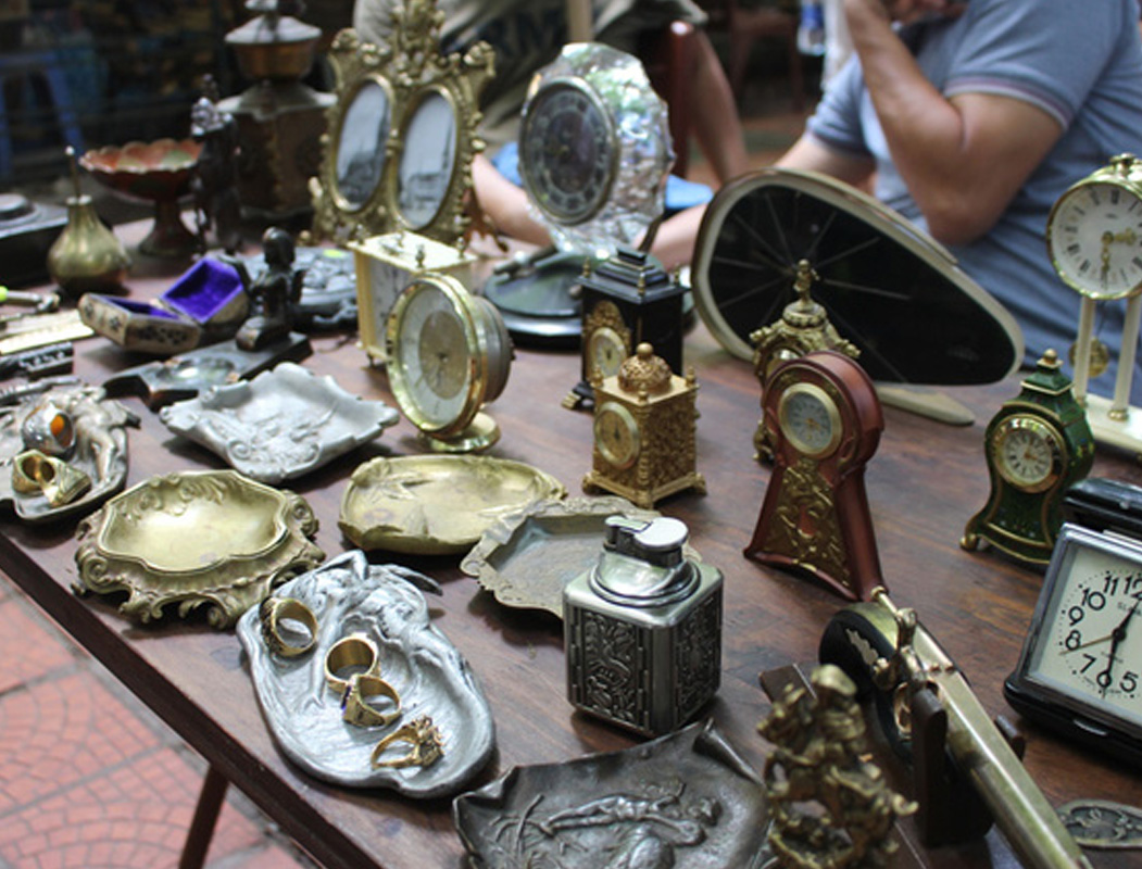 Những món đồ cổ tại chợ đồ cũ Hoàng Hoa Thám