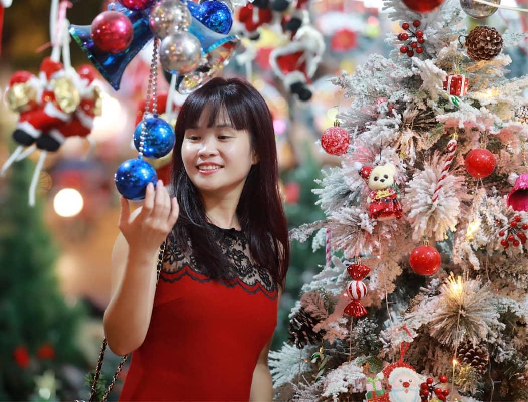 Đường Hàng Mã rực rỡ sắc màu trong Giáng sinh 2019
