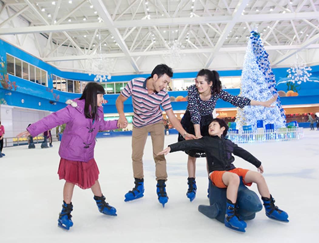 Sân trượt băng trong Royal City
