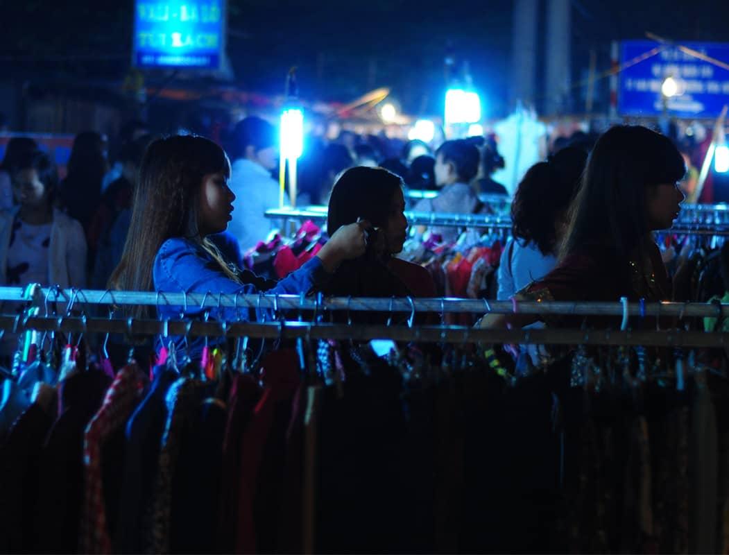Chợ đêm Lĩnh Nam Hoàng Mai- thiên đường mua sắm buổi tối cho sinh viên