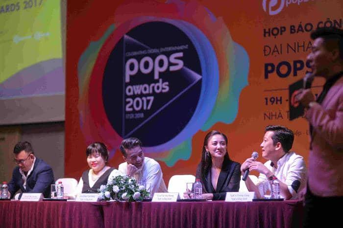 Đông đảo ca sĩ, nghệ sĩ tới tham gia buổi họp báo sự kiện POPS Awards 2017