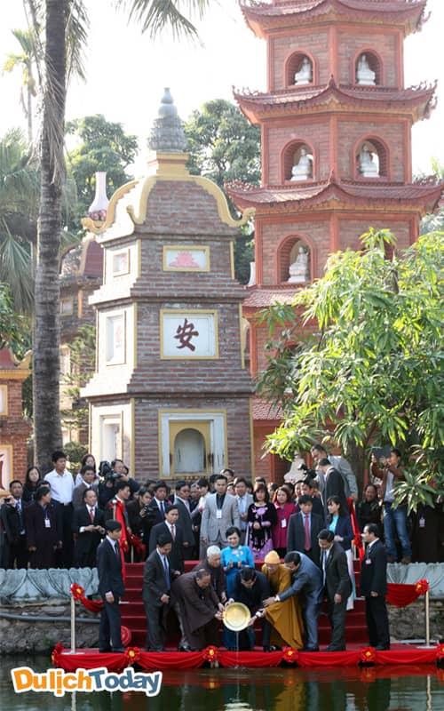 Chùa Trấn Quốc - địa điểm du xuân ở Hà Nội