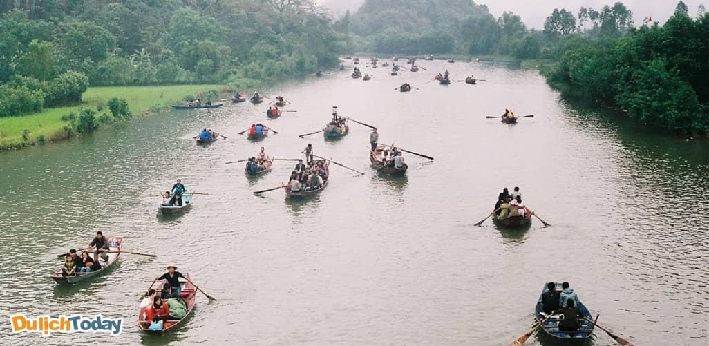 Lễ hội chùa Hương - địa điểm du xuân gần Hà Nội