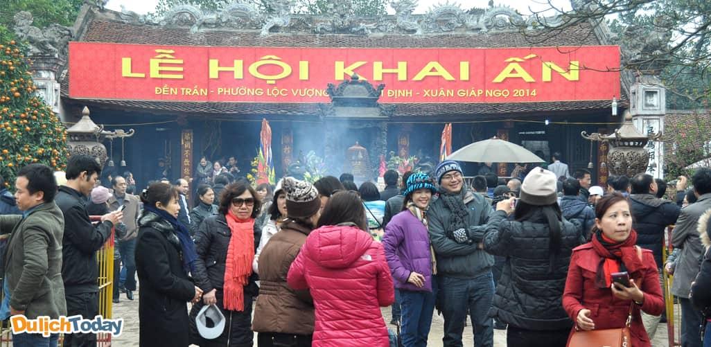 Lễ hội khai ấn đền Trần - địa điểm du xuân gần Hà Nội