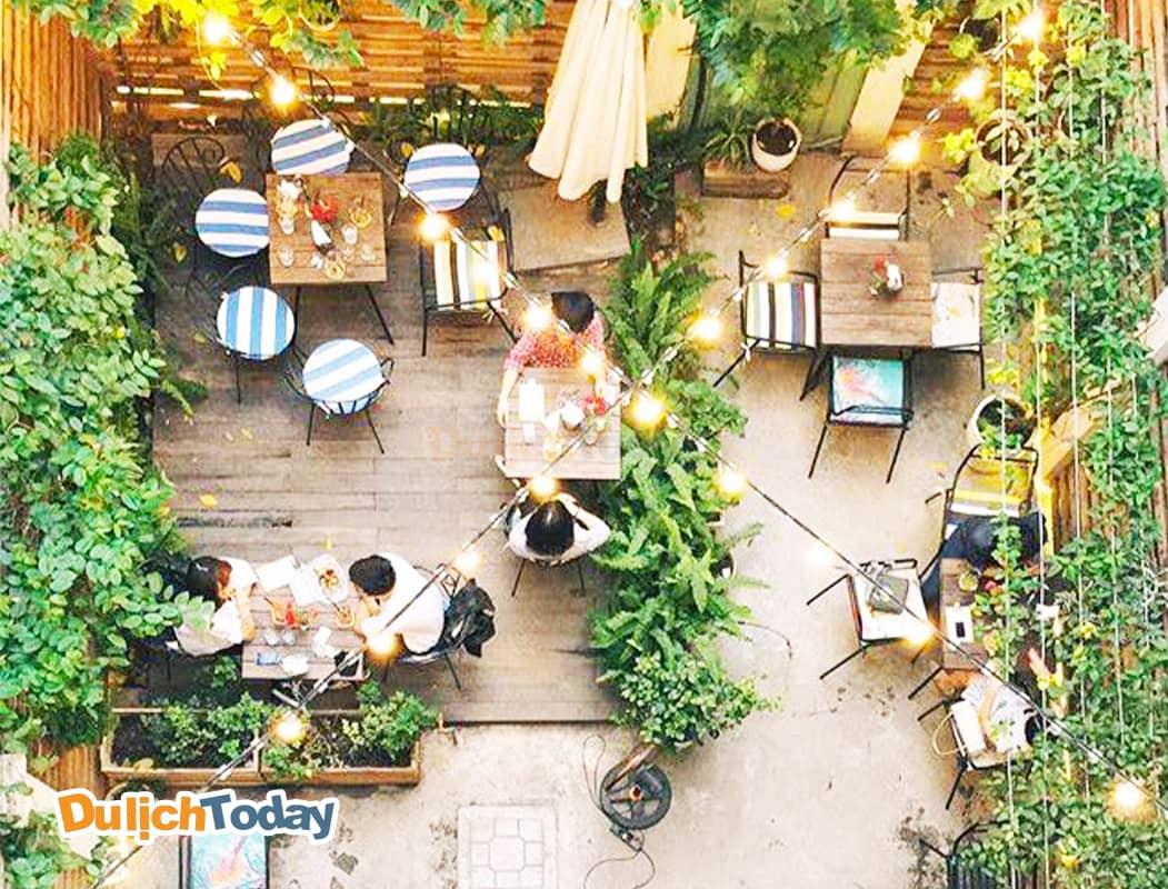 Cup of tea cafe & Bistro với không gian đẹp ngoài trời