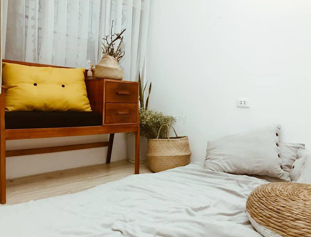 Màu sắc chủ đạo trong không gian của The Old and New House là nâu, cam, vàng