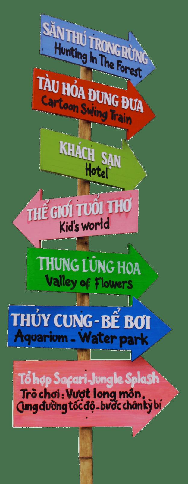 Biển chỉ dẫn đường đi tại công viên Thiên Đường Bảo Sơn