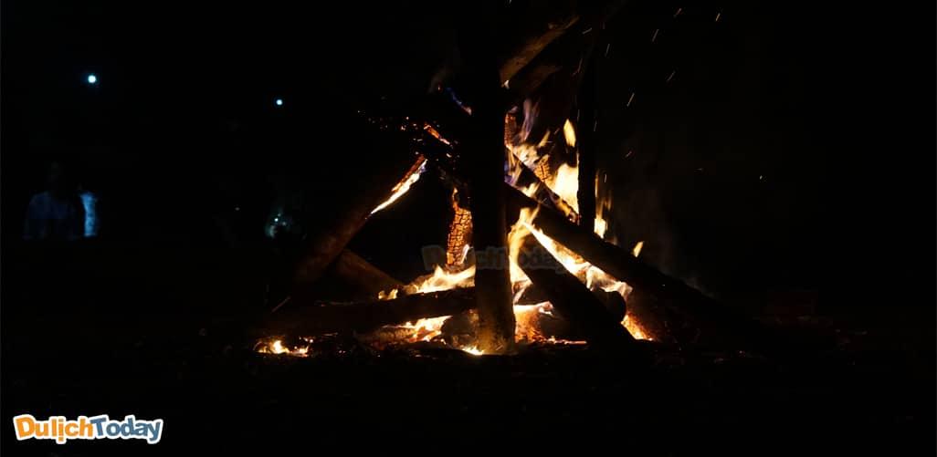 Đốt lửa trại ở thung lũng bản Xôi