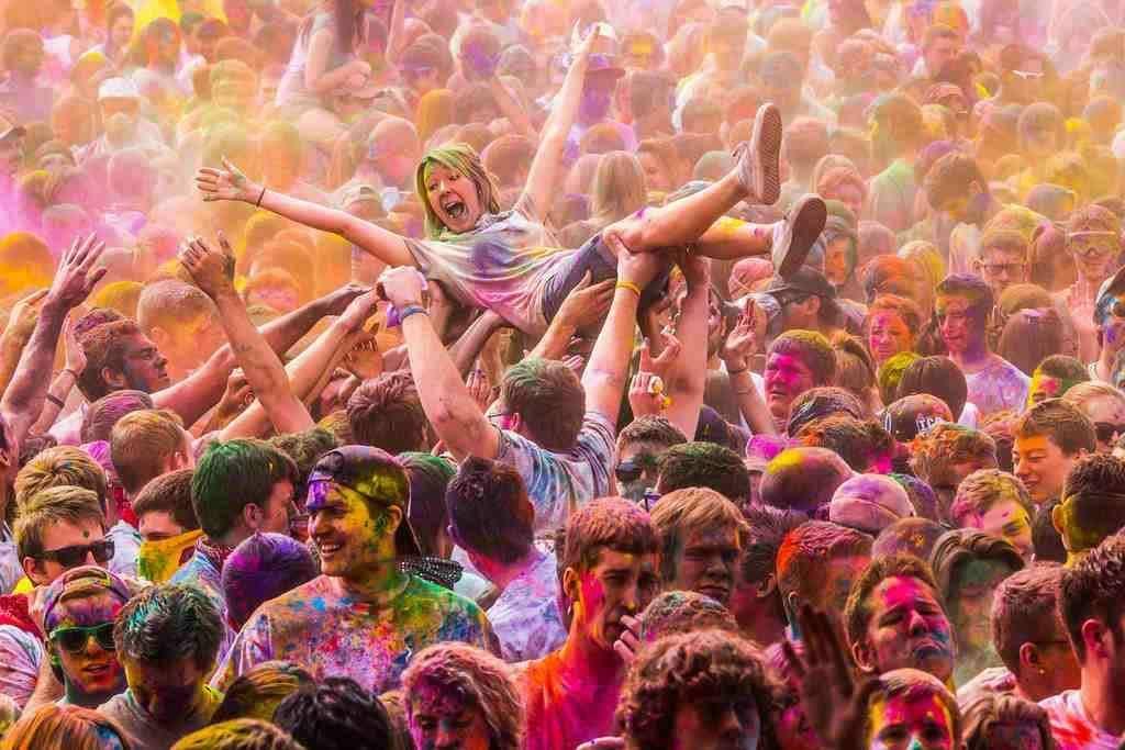 Lễ hội Ném bột màu