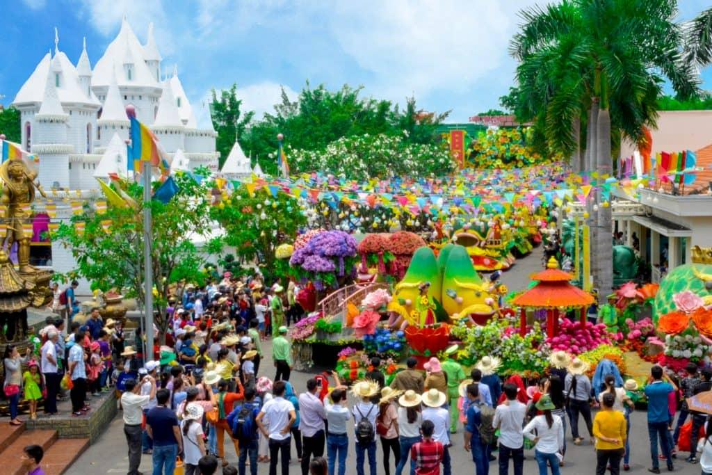 Show diễu hành trái cây khổng lồ