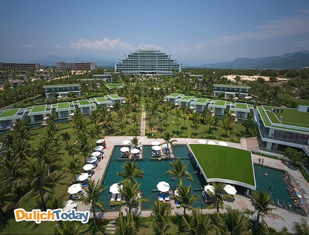 Cam Ranh Rivierea Beach resort & spa rộng lớn với biệt thự liền kề