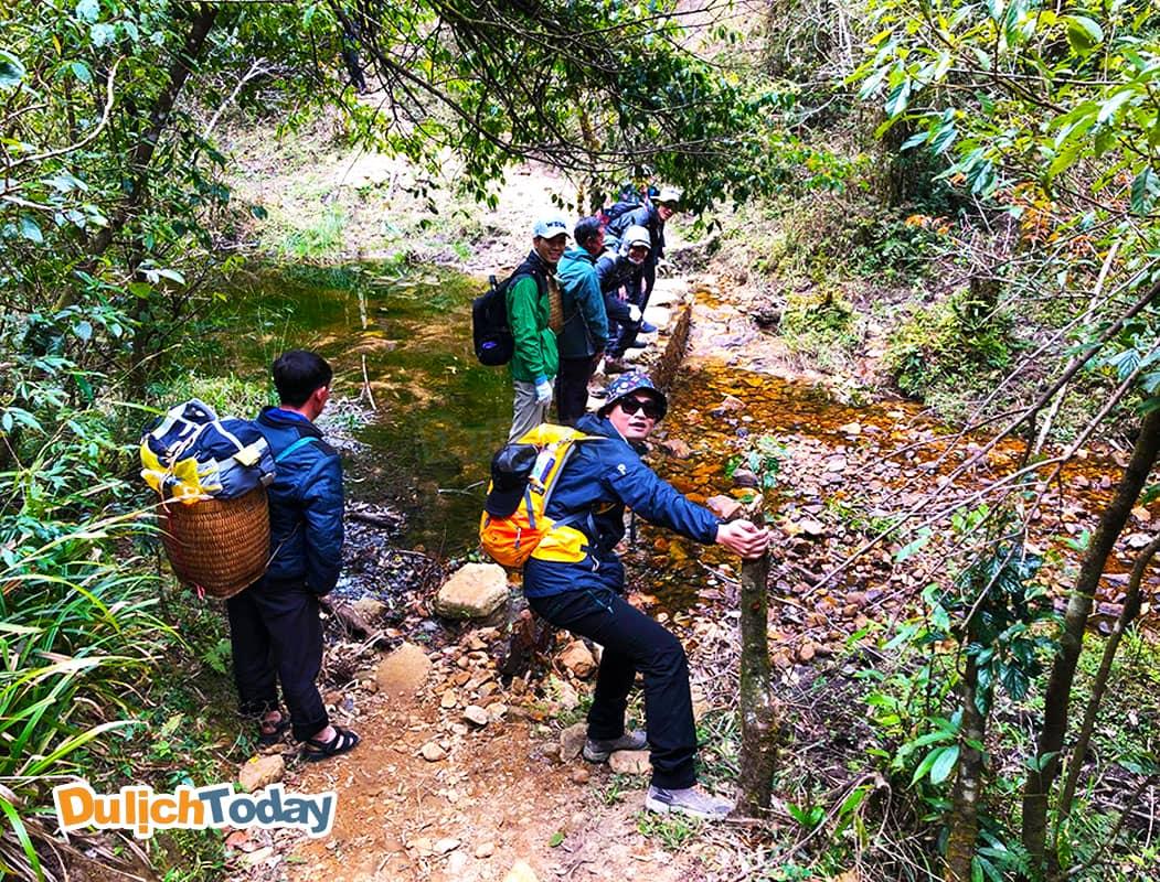 Thời gian đẹp nhất nên đi leo đỉnh Fanxipan là tháng 10 và 11