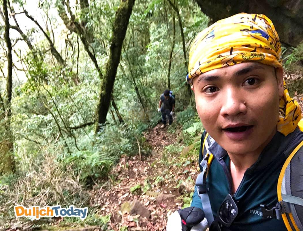 Tuấn Saker bắt đầu ngày 1 với đoạn đường từ Hồ Thầu đến độ cao 2400m