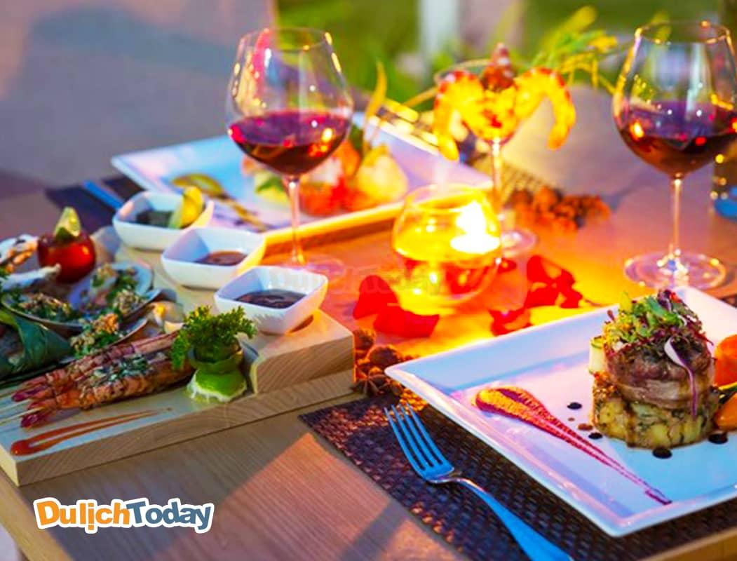 Ẩm thực đặc sắc với nhiều món ăn Á - Âu tại Duyên Hà Resort