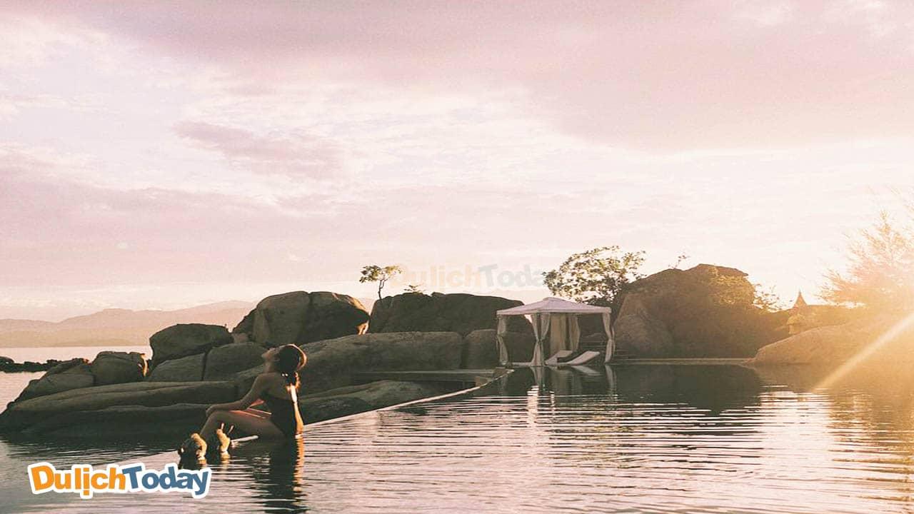 Bể bơi vô cực tuyệt đẹp tại L'alyana Ninh Vân Bay