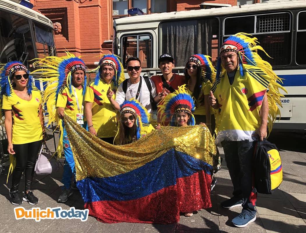 Colombia không có số lượng cổ động viên đông đảo nhưng họ luôn tạo ấn tượng mạnh mẽ bởi màu vàng chủ đạo.
