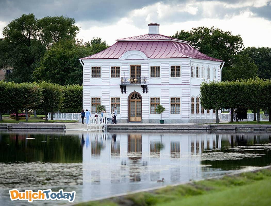 Cung điện Marly mang phong cách kiến trúc Baroque sang trọng