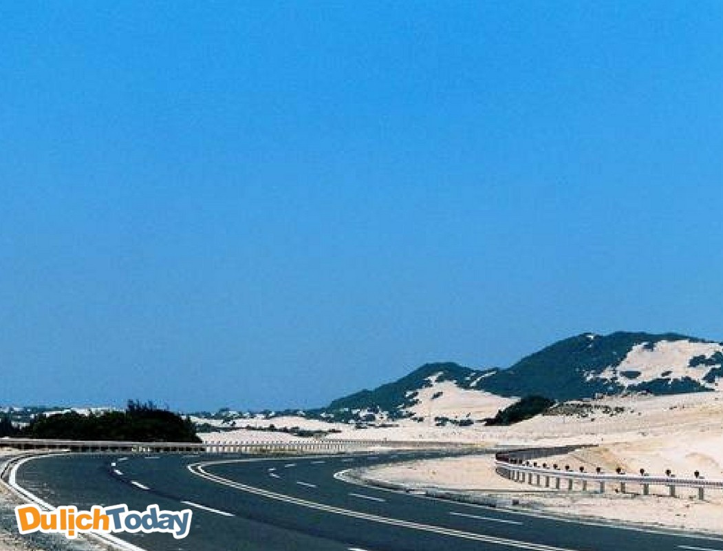 Cung đường tuyệt đẹp vào bán đảo Đầm Môn