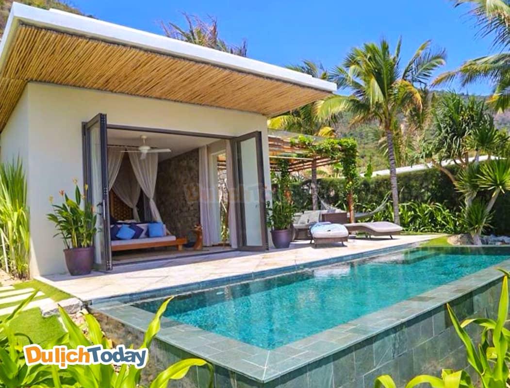 Phòng ngủ hướng vườn, bể bơi tại Mia resort 5 sao Nha Trang
