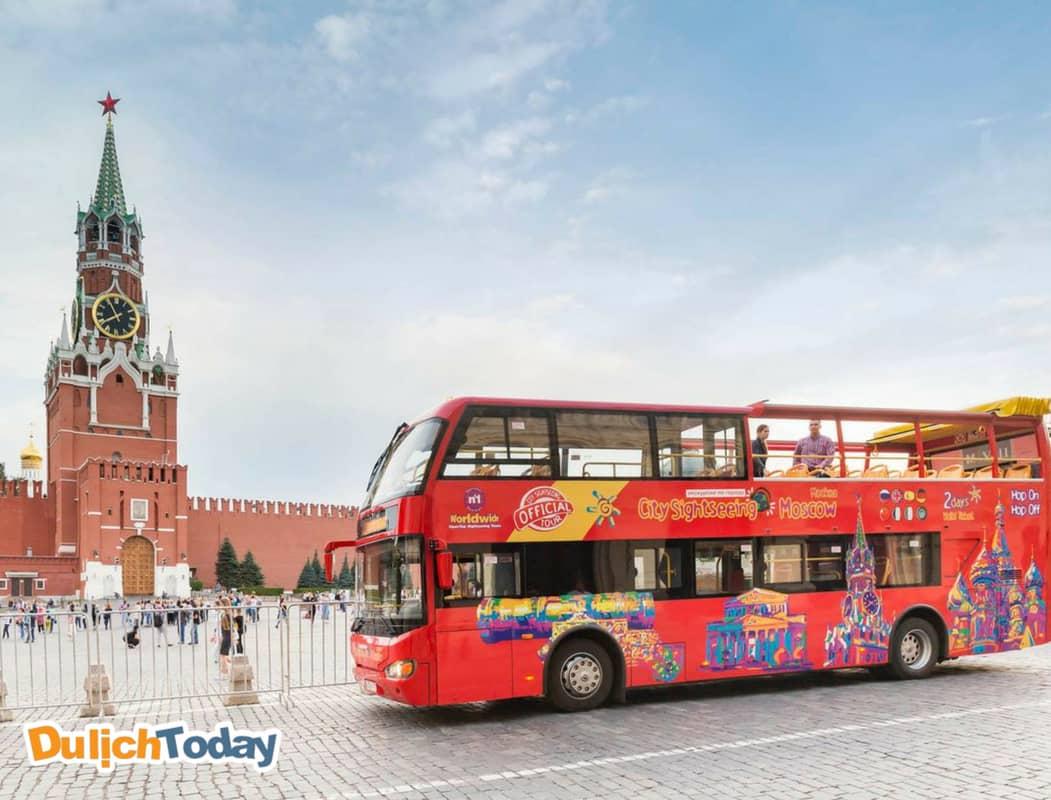 Bus là phương tiện công cộng được nhiều du khách ưa thích sử dụng khi du lịch Moscow