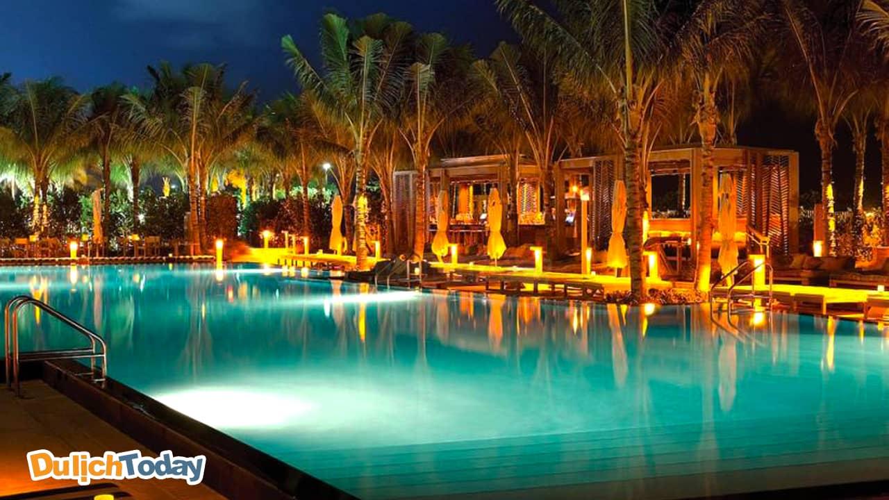Bể bơi tại GM Dốc lết có thể làm nao lòng mọi vị khách khi đến đây