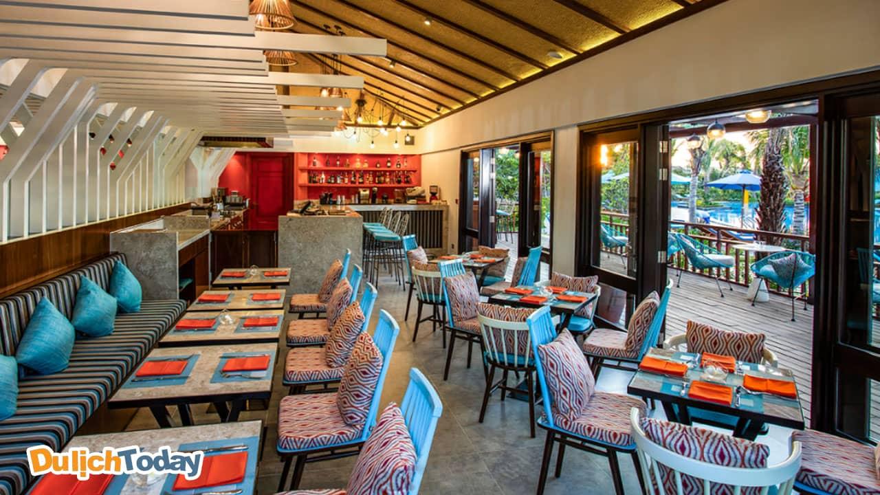 Venada by the pool - nhà hàng cạnh bể bơi của Duyên Hà resort