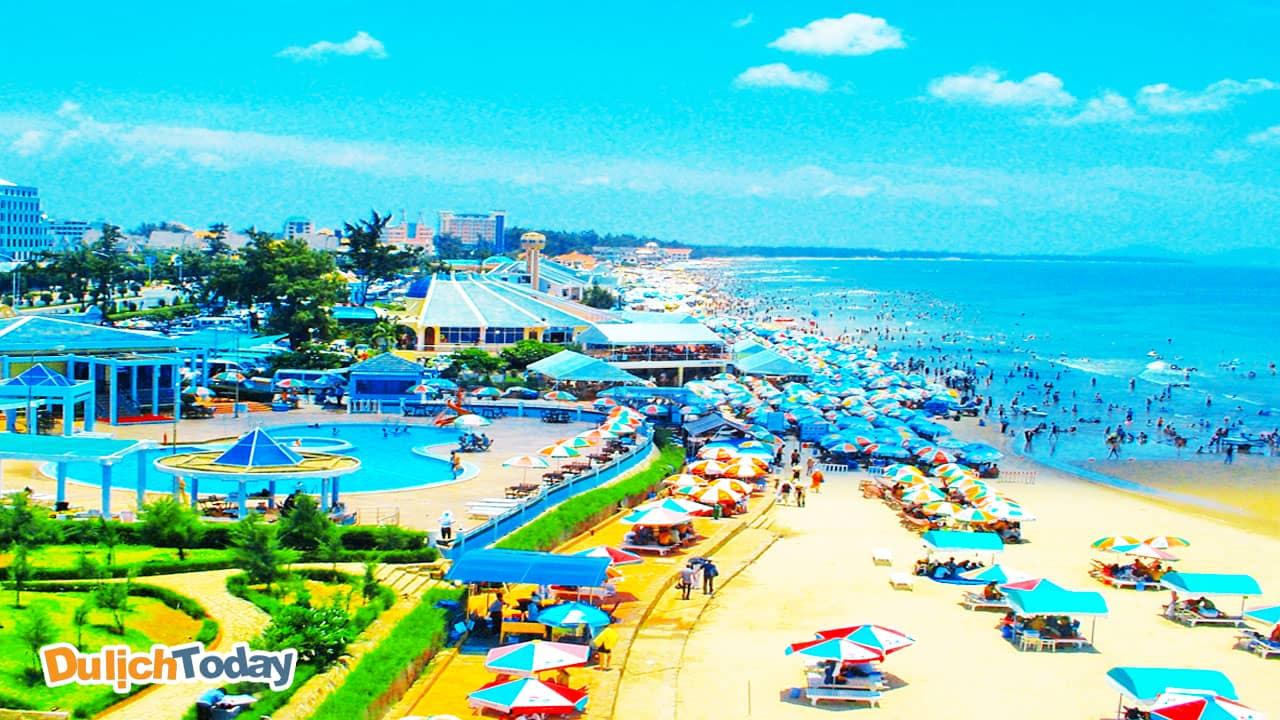 Xung quanh bãi Sau rất nhiều khách sạn, nhà nghỉ để phục vụ du khách