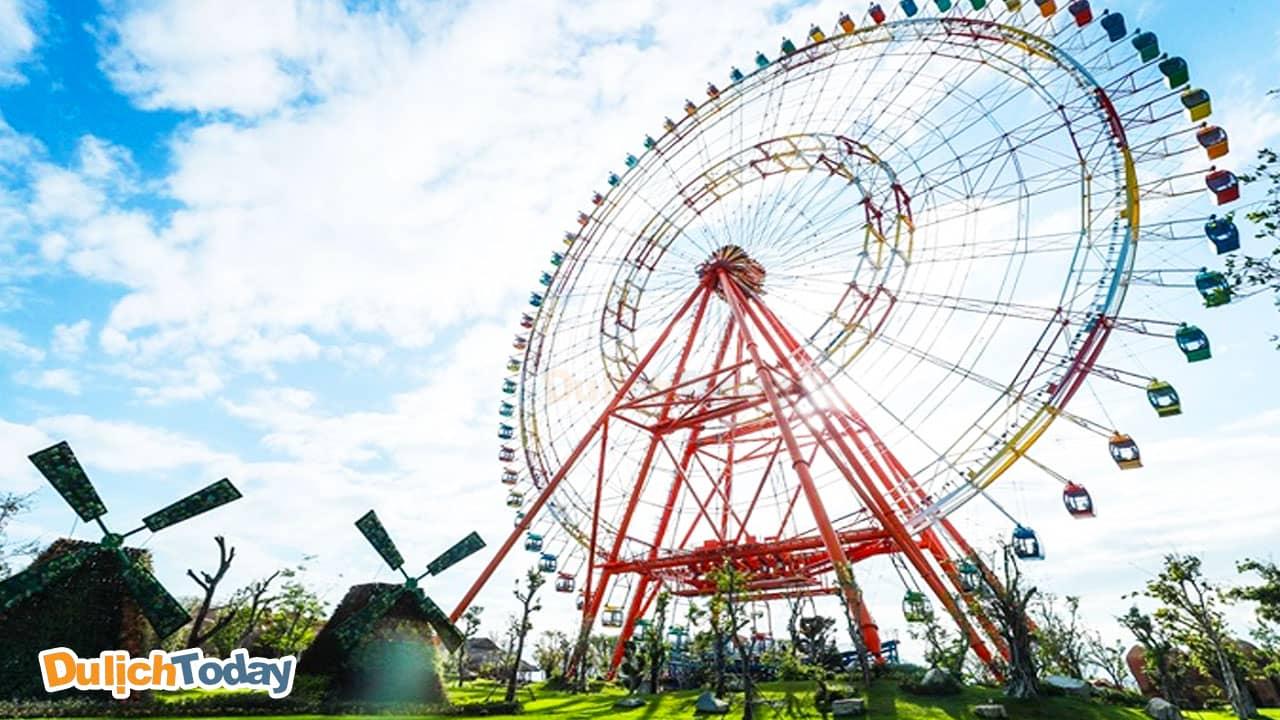 Cận cảnh bánh xe bầu trời - biểu tượng khu vui chơi Vinpearl Land Nha Trang