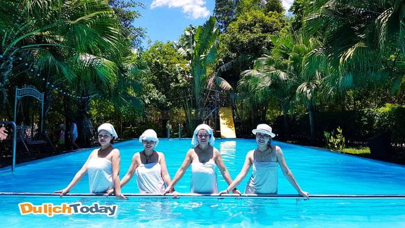 Và trải nghiệm bể bơi xanh tại Zen Resort