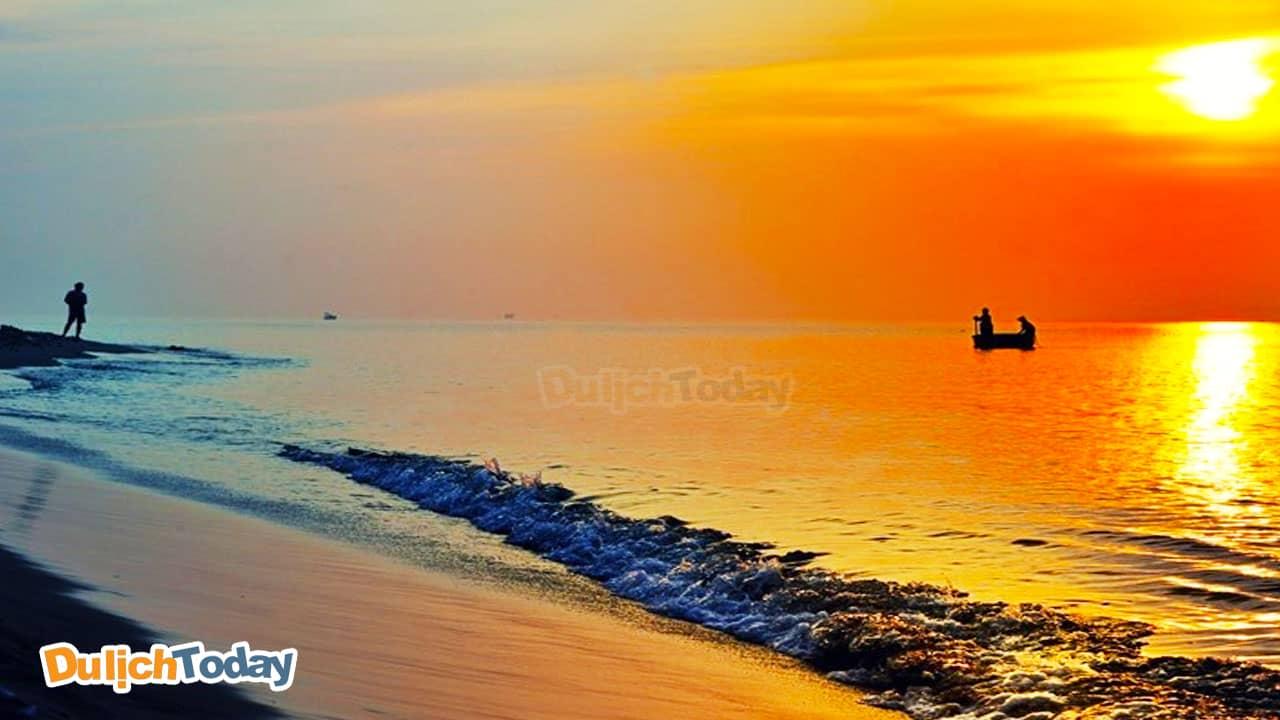 Biển Long Hải còn khá mới và hoang sơ