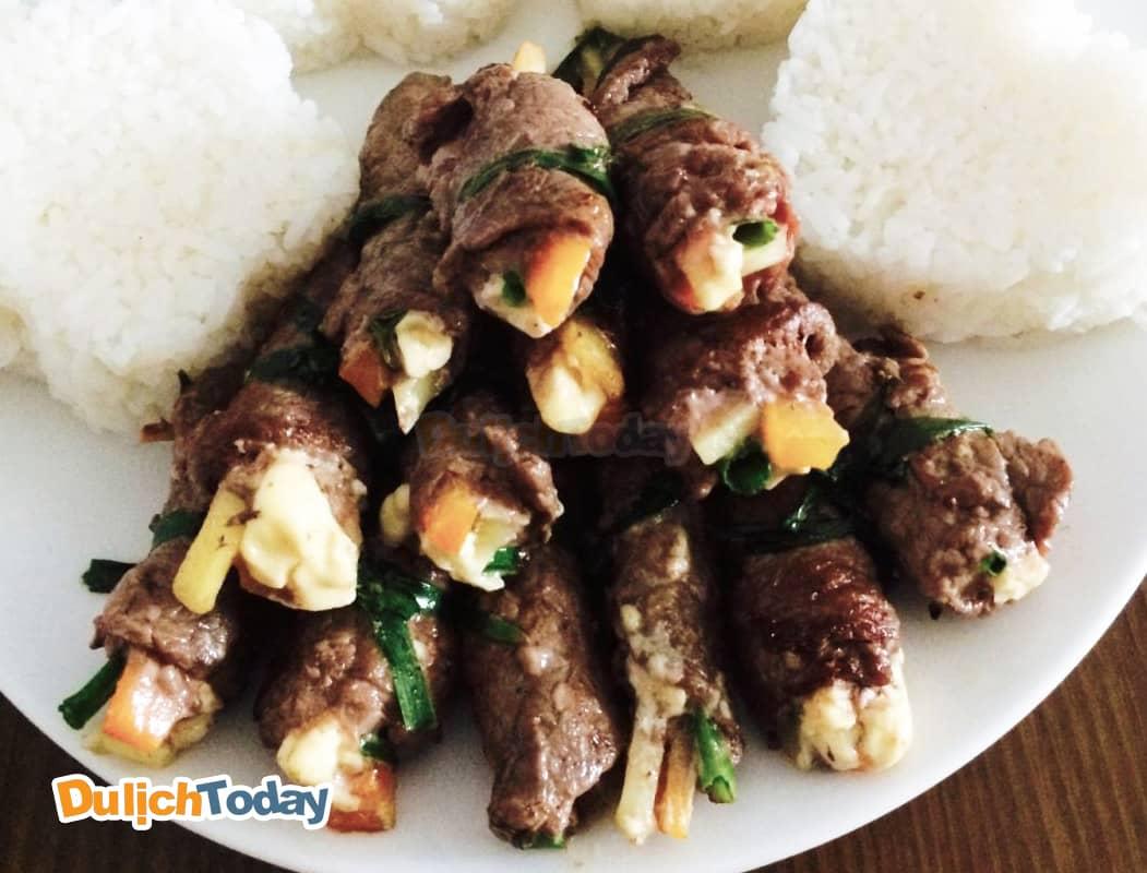 Bò cuộn phô mai món ngon tại quán ăn Mũi Đá