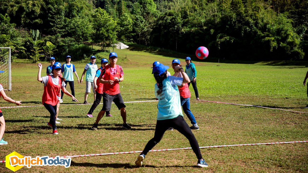 Bóng né là trò chơi vận động ngoài trời yêu cầu sự khéo léo