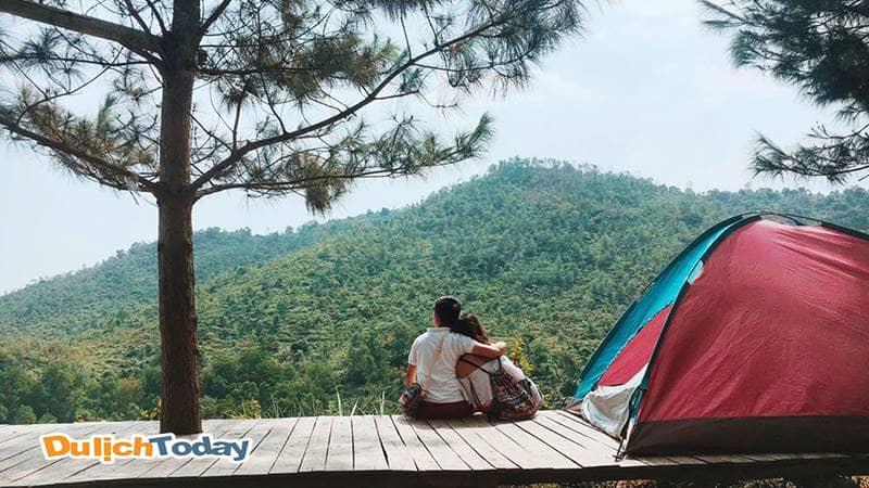 Cắm trại trên những cao nguyên lộng gió hay ven rừng… là những trải nghiệm bạn có thể thực hiện ở các địa điểm không quá xa Hà Nội