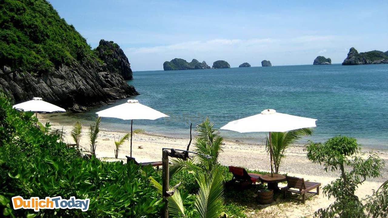 Cát Bà là hòn đảo lớn nhất nằm ở phía nam Vịnh Hạ Long
