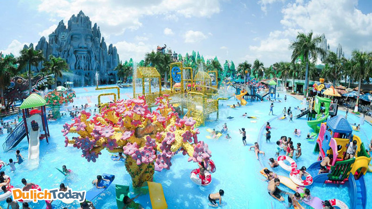 Công viên nước Hồ Tây là một địa điểm tổ chức chương trình team building dưới nước lý thú.