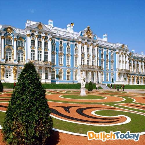 Thời điểm thích hợp nhất ghé thăm cung điện mùa đông là vào mùa hè